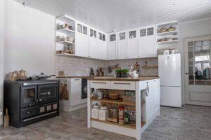 Täispuit köögimööbel