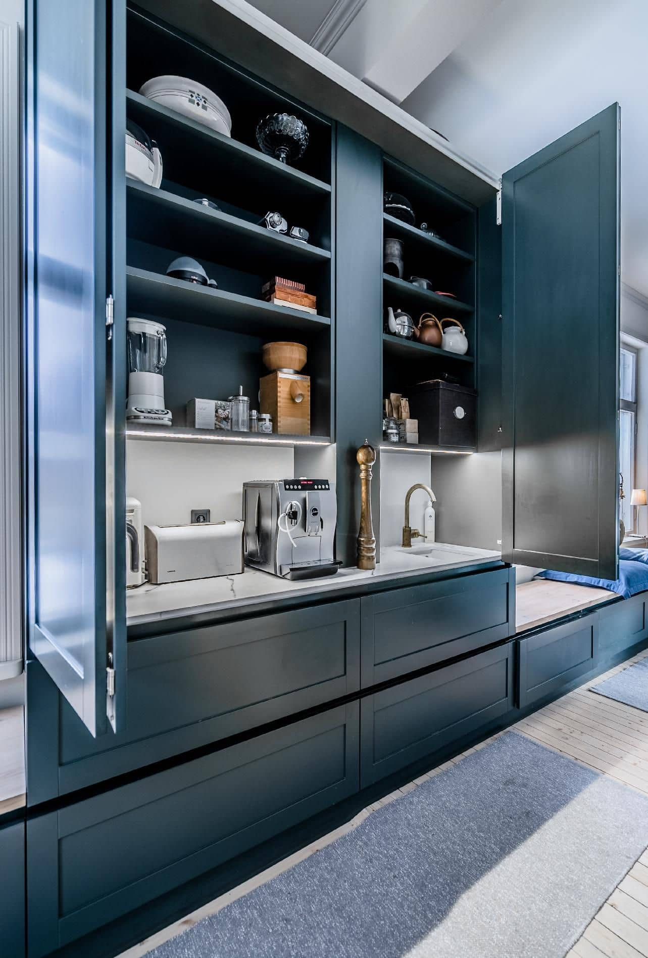 Appliance cabinet in the kitchen