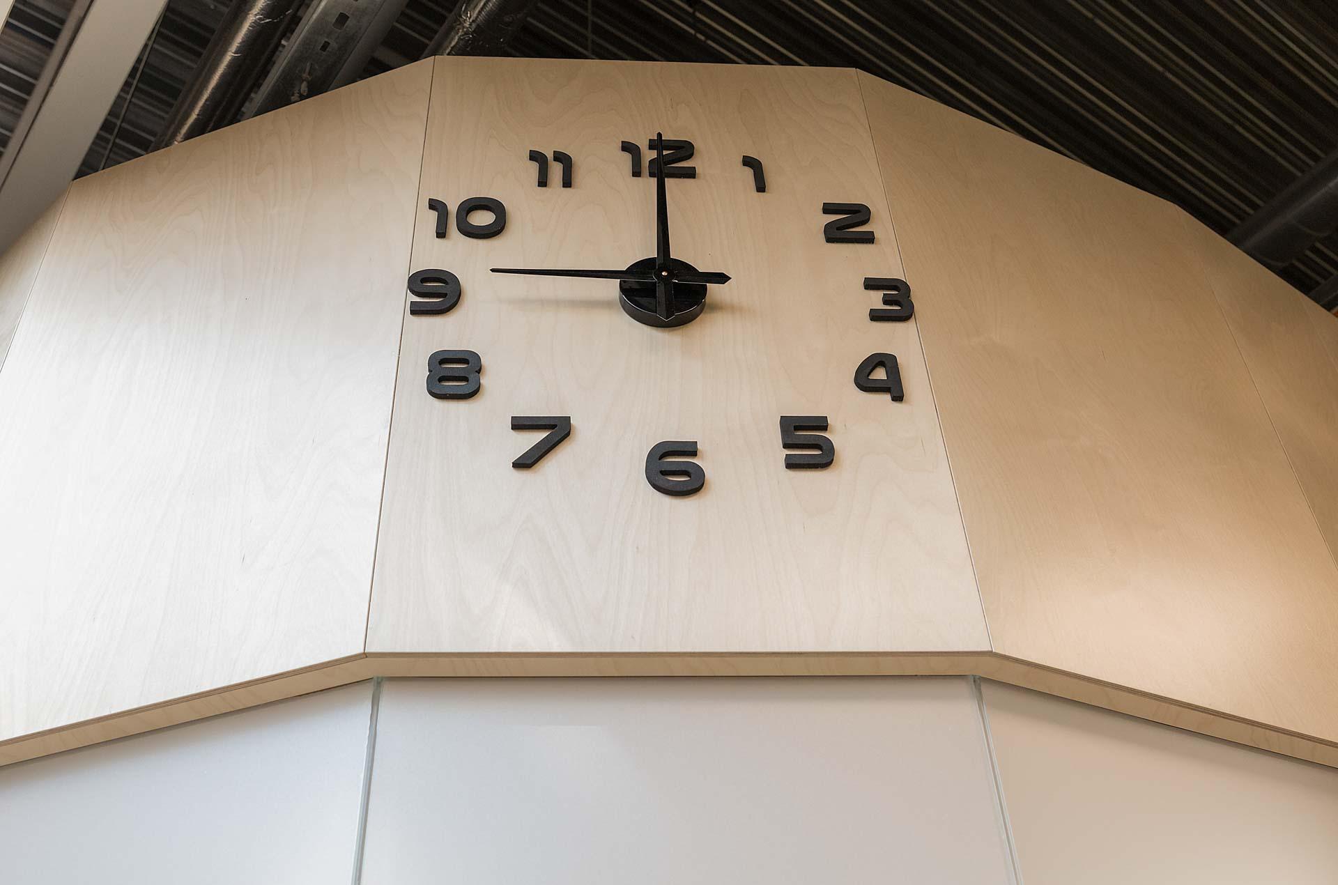 Interior element wall clock